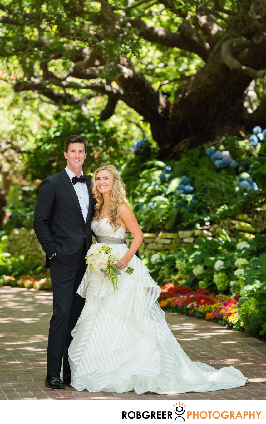 Classic Outdoor Bride & Groom Portrait